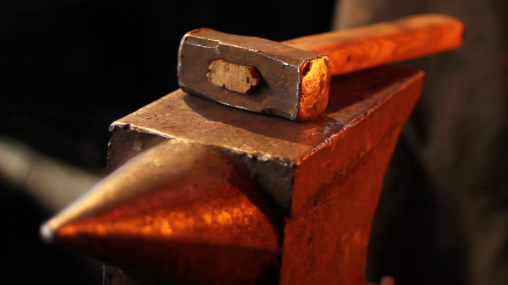 hammer-and-anvil-reflections-blacksmith-fire-on-hammer-and-anvil_4ru4v886g__F0000.png